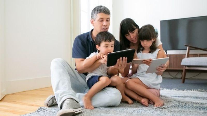 Quản lý chặt chẽ thời gian sử dụng điện thoại của con